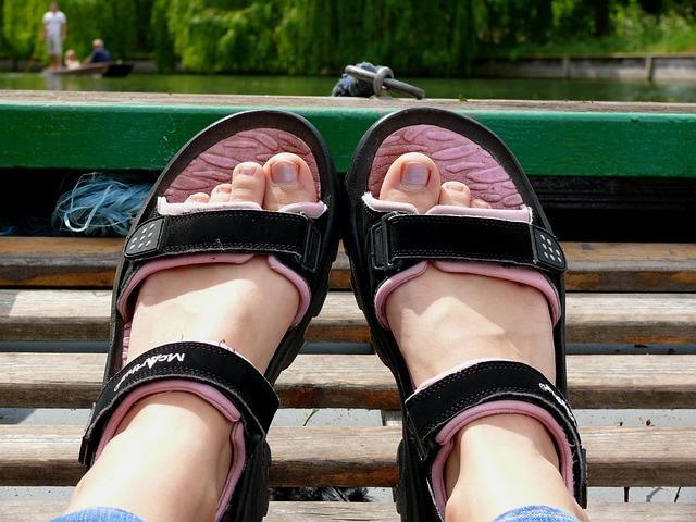 dívčí sandály.jpg