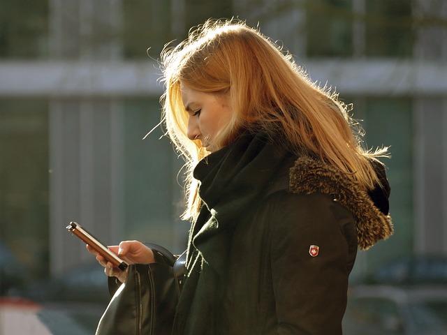 Žena na telefonu
